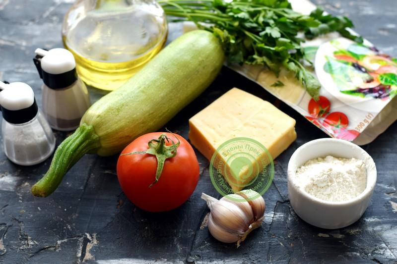 жареные кабачки с чесноком, сыром и помидорами