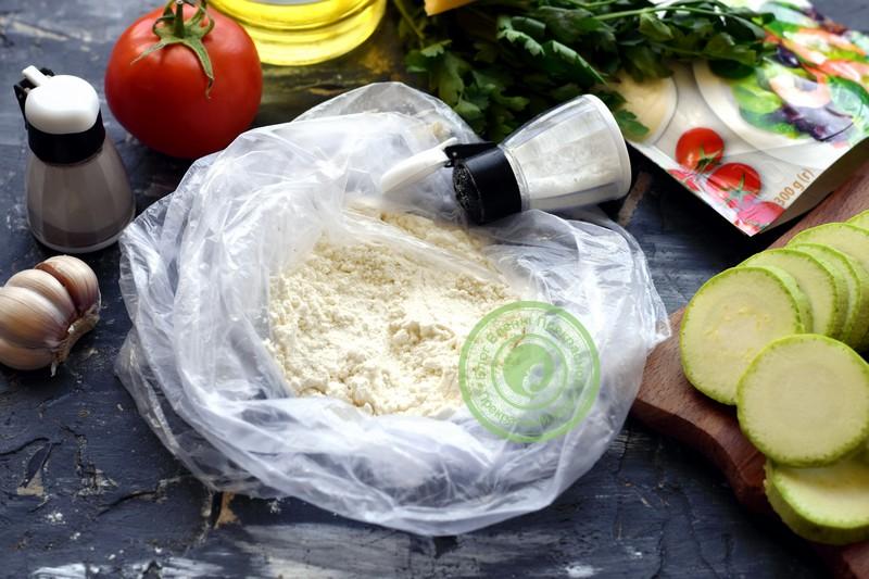 жареные кабачки с чесноком, сыром и помидорами рецепт