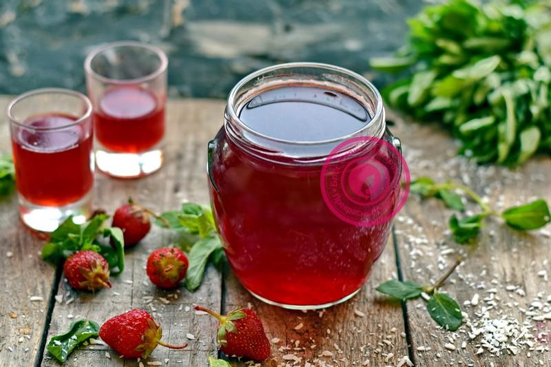 Компот из клубники на зиму с варкой ягод: рецепт в домашних