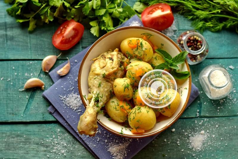 Молодой картофель с курицей, тушенный в кастрюле: рецепт в домашних условиях