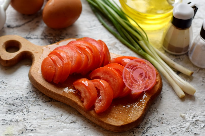 омлет с кабачками, помидорами и зеленью рецепт с фото
