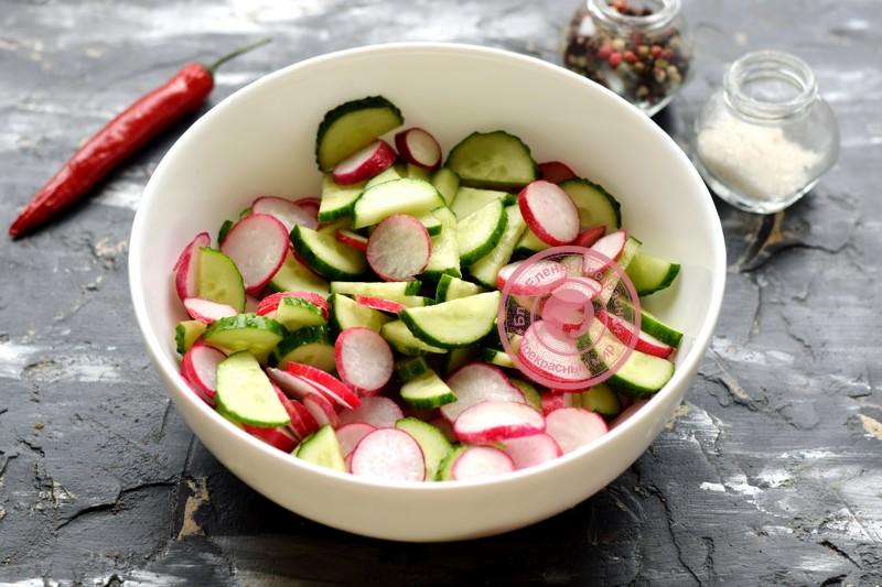 салат из редиса и огурцов рецепт