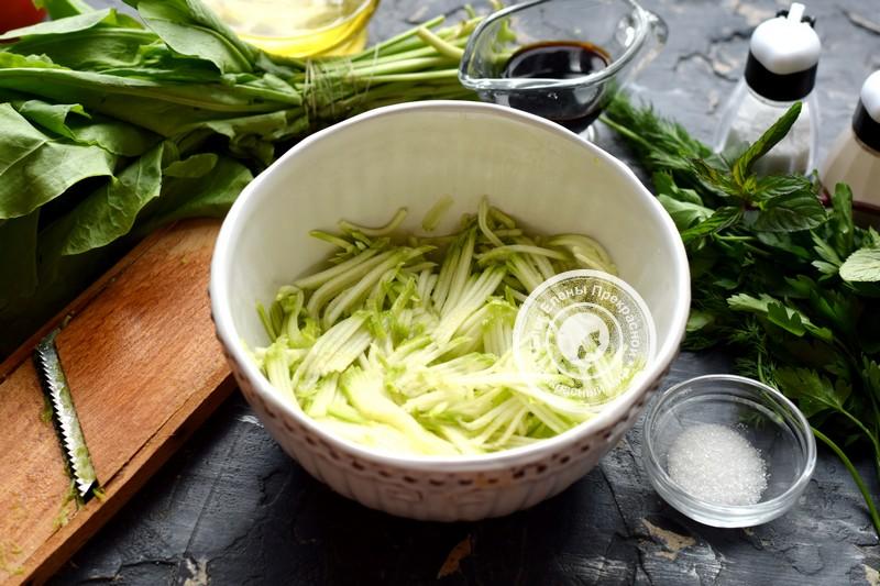 Салат из щавеля, кабачков и помидоров рецепт