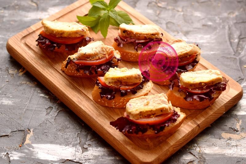 бутерброды с курицей, яйцом и помидорами рецепт в домашних условиях