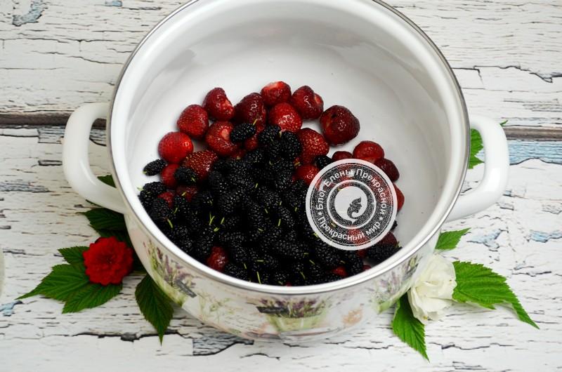 компот из шелковицы и клубники на зиму рецепт с фото