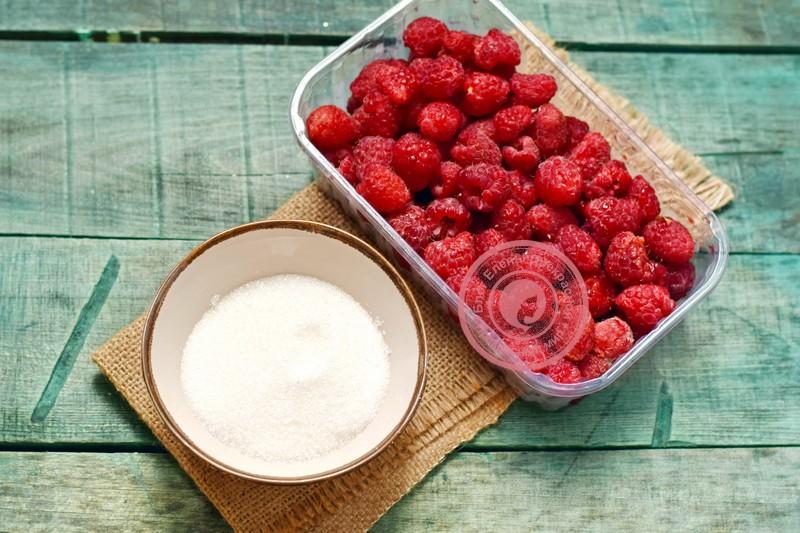 малиновое варенье с целыми ягодами