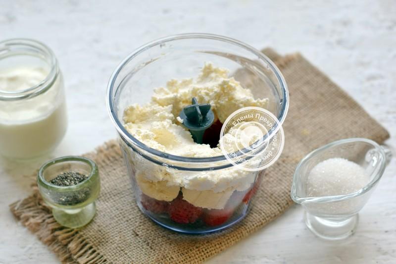 творожно-йогуртовый смузи из клубники и банана рецепт