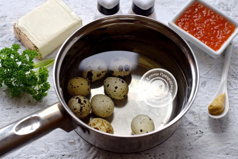 Закуска с перепелиными яйцами, сырной начинкой и икрой рецепт