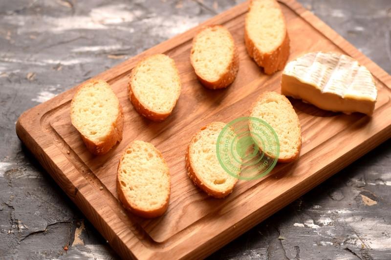 бутерброды с сыром камамбер
