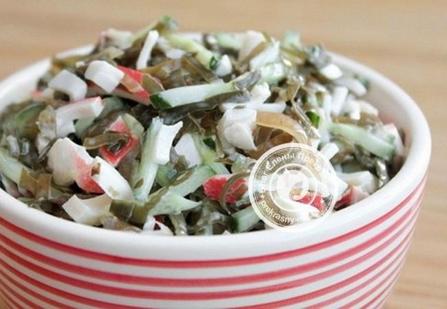 Салат с добавлением крабовых палочек в майонезе