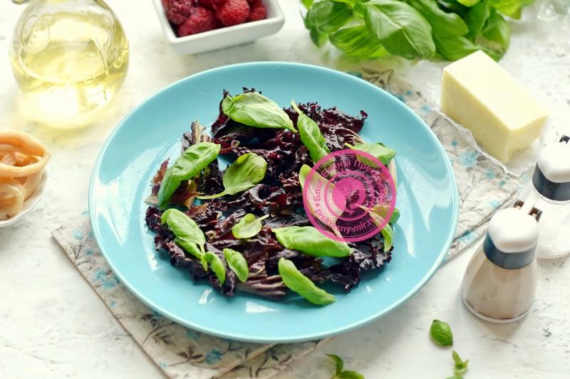 салат с кальмарами и моцареллой