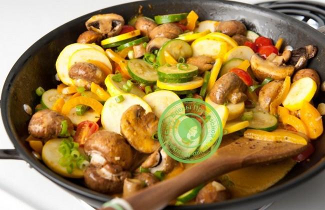 Шампиньоны с овощами