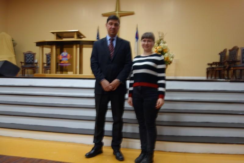 С пастором Денисом в церкви