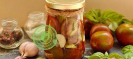 Маринованные бурые помидоры дольками с чесноком рецепт в домашних условиях