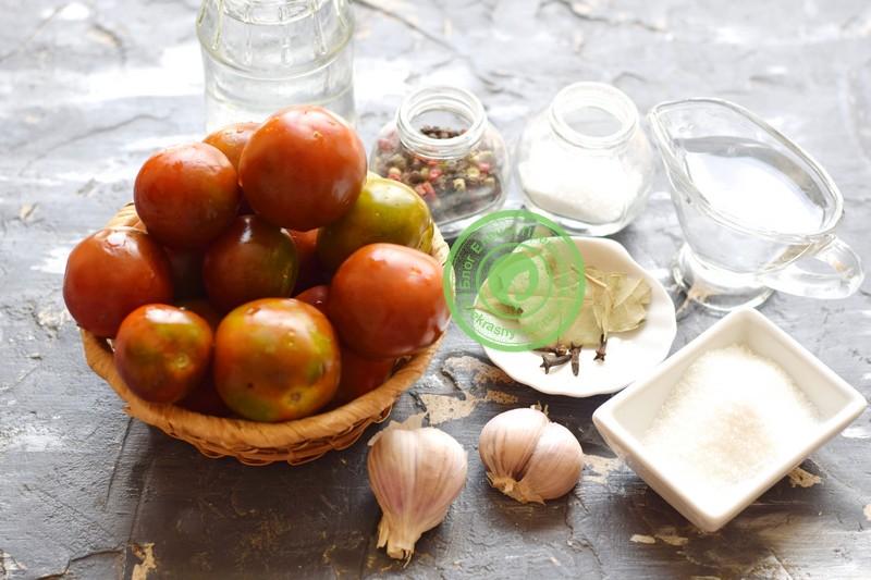 Маринованные бурые помидоры дольками с чесноком