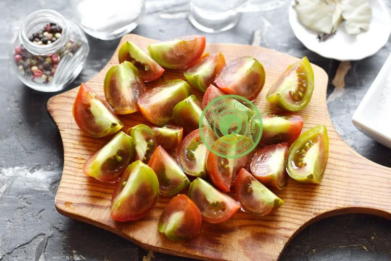 Маринованные бурые помидоры дольками с чесноком рецепт