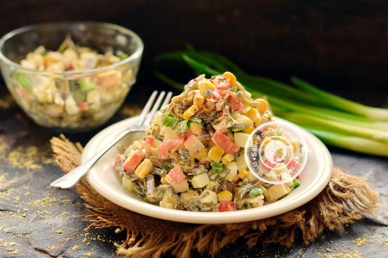 Салат с морской капустой и крабовыми палочками рецепт
