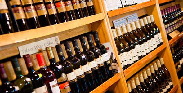 Миниатюра к статье Как научиться выбирать качественное вино в магазине— простые способы определения фальсифицированного алкоголя